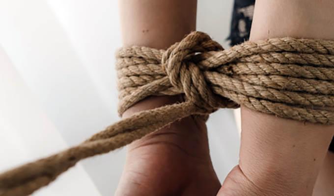ソフトSMプレイ2:手を拘束する