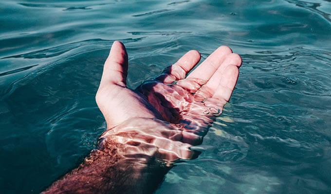 潮を吹かせるには指で楕円運動を続けよう